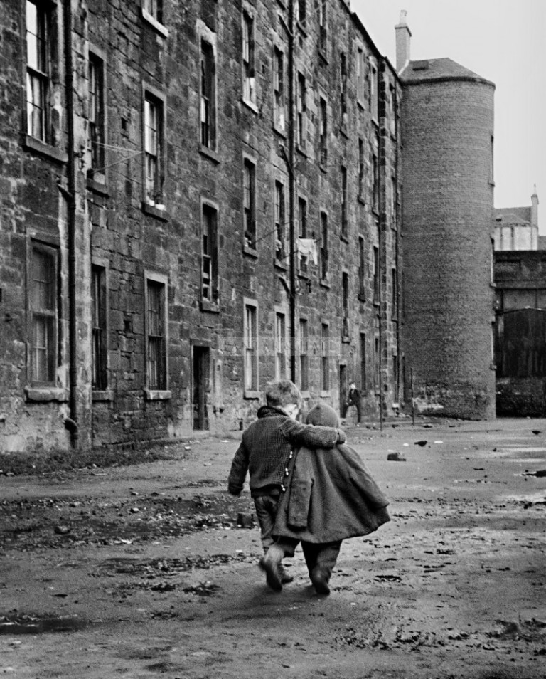 6-conforting_arm_gorbals_1968