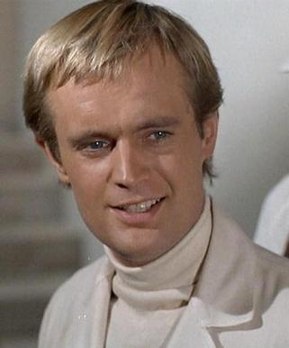 Illya-Kuryakin-man-from-uncle-13685470-415-500