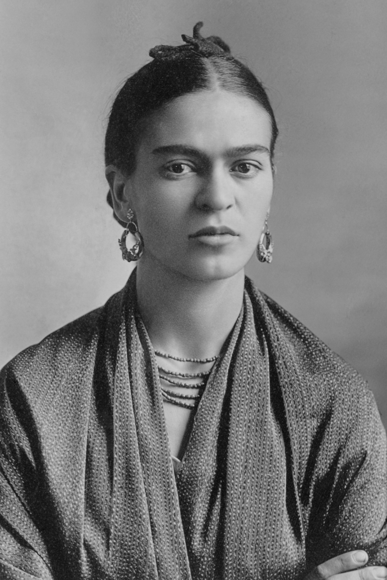 Frida_Kahlo_by_Guillermo_Kahlo.jpg