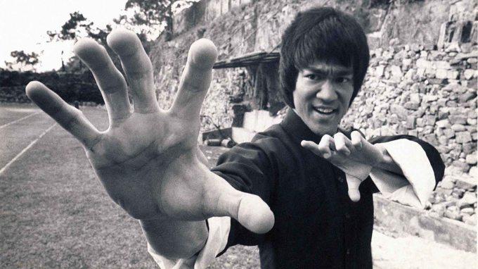 Enter-the-Dragon-Bruce-Lee-publicity-photo.jpg