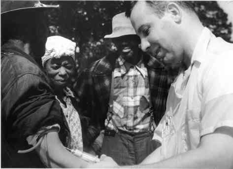 Tuskegee-syphilis-study_doctor-injecting-subject.jpg